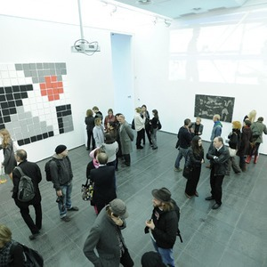 В Центре современного искусства «М17» провели эксперимент с мастерами инсталляций — Ситуація на The Village Україна