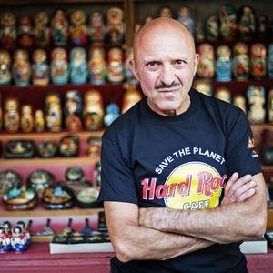 Торговцев сувенирами хотят выселить с Андреевского спуска — Громадський простір на The Village Україна