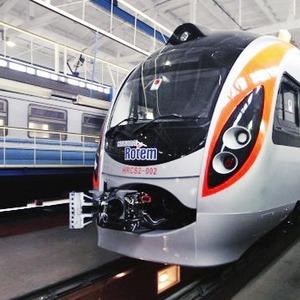 Фоторепортаж: Поезд Hyundai готовится к первому рейсу — Фоторепортаж на The Village Україна