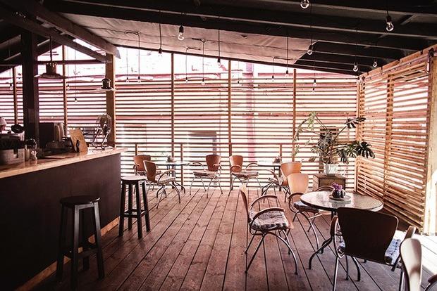 Кафе Savage Food поруч із клубом Closer