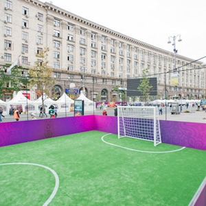 Фоторепортаж: Улица футбола — фан-зона на Крещатике — Фоторепортаж на The Village Україна