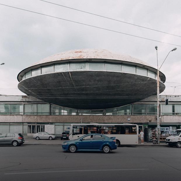 Я працюю у «Літаючій тарілці»  — Де ти працюєш translation missing: ua.desktop.posts.titles.on The Village Україна