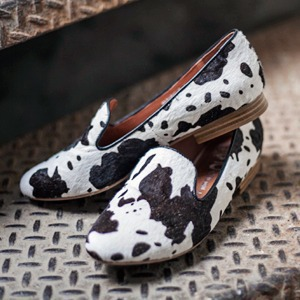На полках: Магазин обуви ShoeShoe — Магазини на The Village Україна
