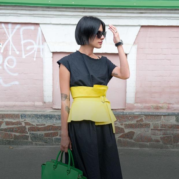 Стася Монастирська, 28 років, стилістка та художниця костюмів  — Зовнішній вигляд на The Village Україна