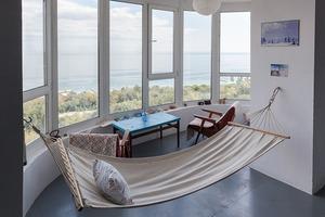 Одеська квартира з гамаком та морським краєвидом