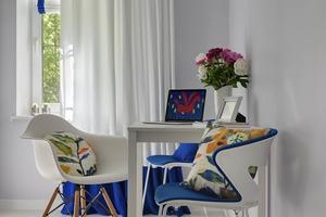 Однокімнатна квартира з квітковим англійським текстилем