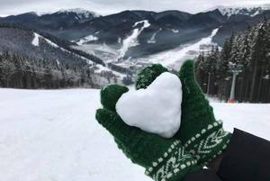 Де і за скільки можна покататись на сноуборді та лижах в Україні