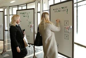 Чому в метро встановили інсталяцію з питаннями про гендер