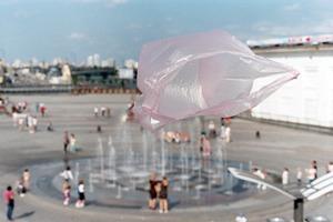 Пластикові пакети захоплюють місто