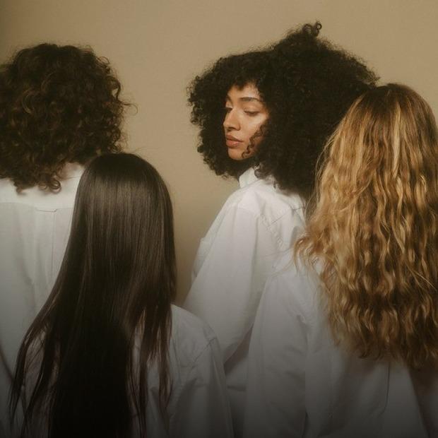 Втамувати спрагу. Як доглядати за сухим і ламким волоссям?   — Косметика на The Village Україна