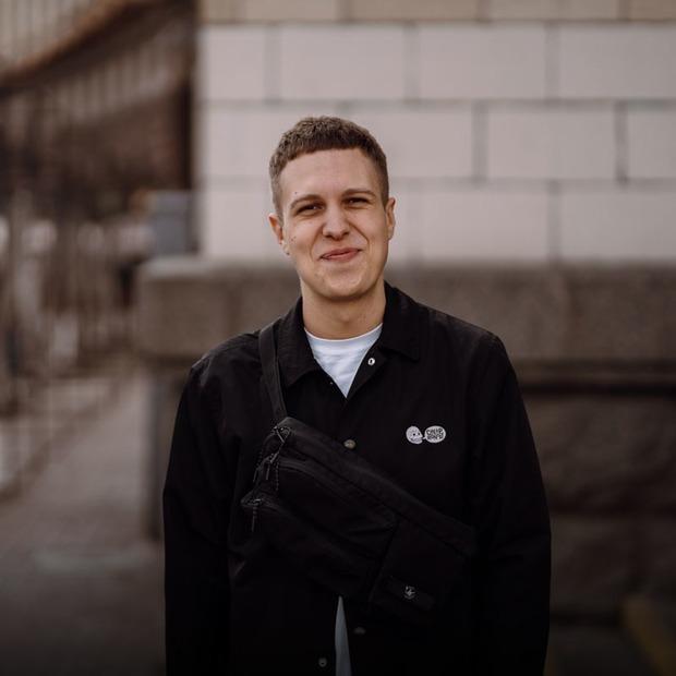 Максим Сердюк, 24 роки, головний редактор онлайн-медіа «Слух» — Зовнішній вигляд на The Village Україна