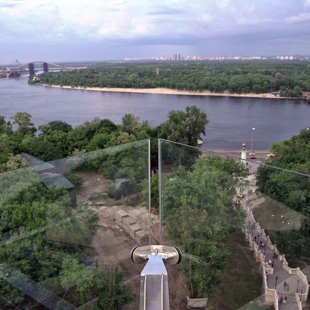 Міст над Володимирським узвозом відкрили: дивіться фото, зняті за хвилину до відкриття
