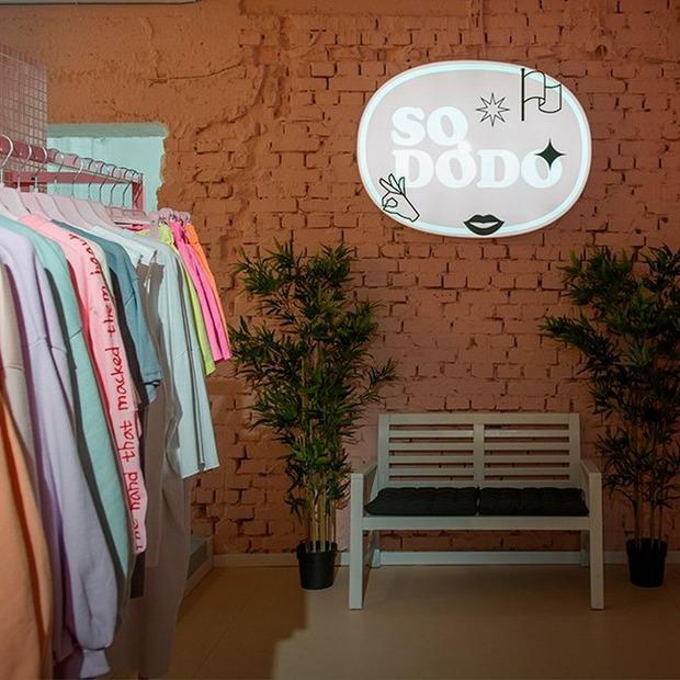 Як вибирають одяг у київські шоуруми — Є питання на The Village Україна