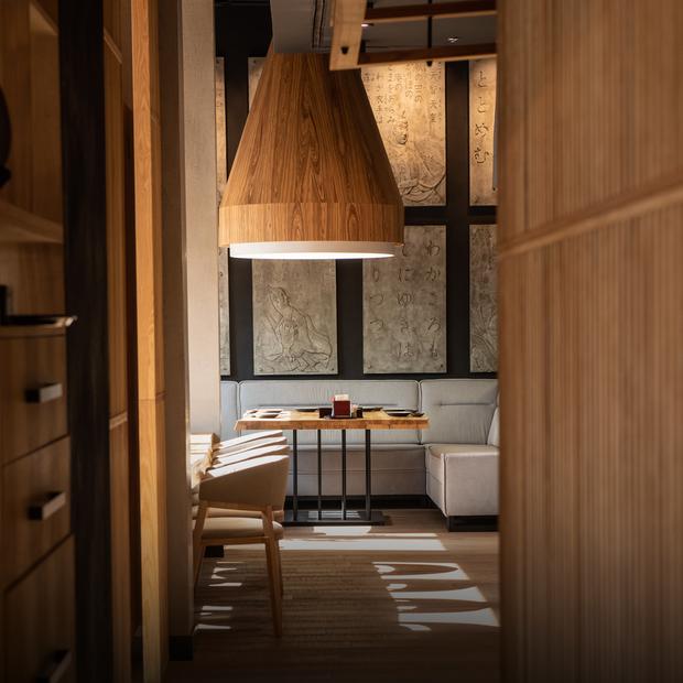 Найбільший японський ресторан України Fujiwara Yoshi — Нове місце на The Village Україна