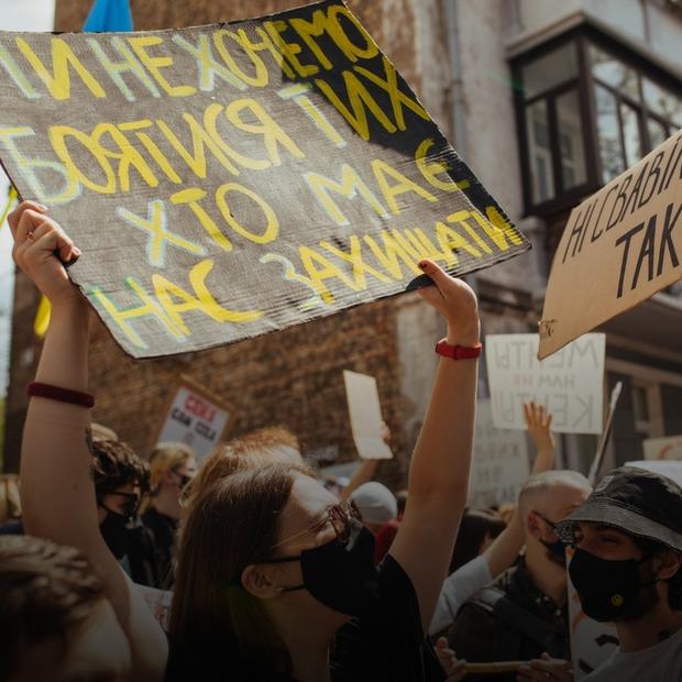 «Зупинимо сафарі на Подолі!» Фоторепортаж із протесту проти поліцейського свавілля  — Фоторепортаж на The Village Україна
