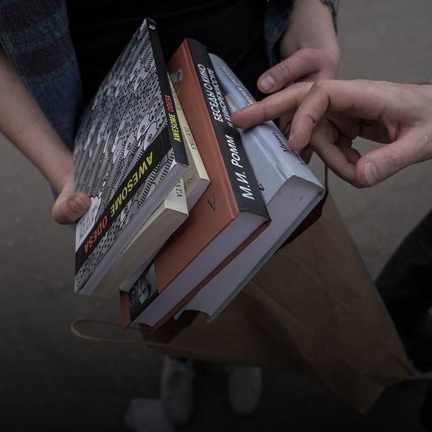 Що купують гості Книжкового Арсеналу  — Фоторепортаж на The Village Україна