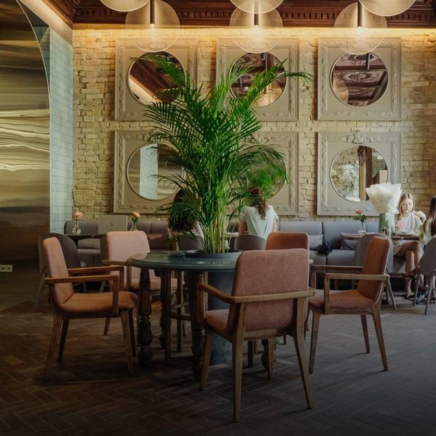 Міське кафе «Будинок великого дива» біля «Олімпійської»  — Нове місце на The Village Україна