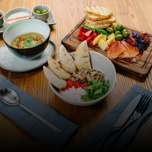 Літнє меню: 11 ідей для обіду, вечері або похмільного бранчу  — Промо на The Village Україна