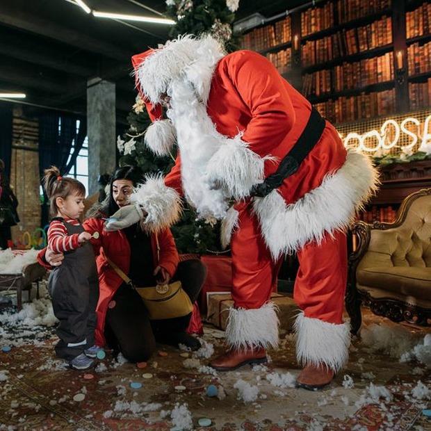 Різдвяний «Кураж Базар»: посидіти на колінах у Bad Santa й купити подарунки — Гід The Village на The Village Україна