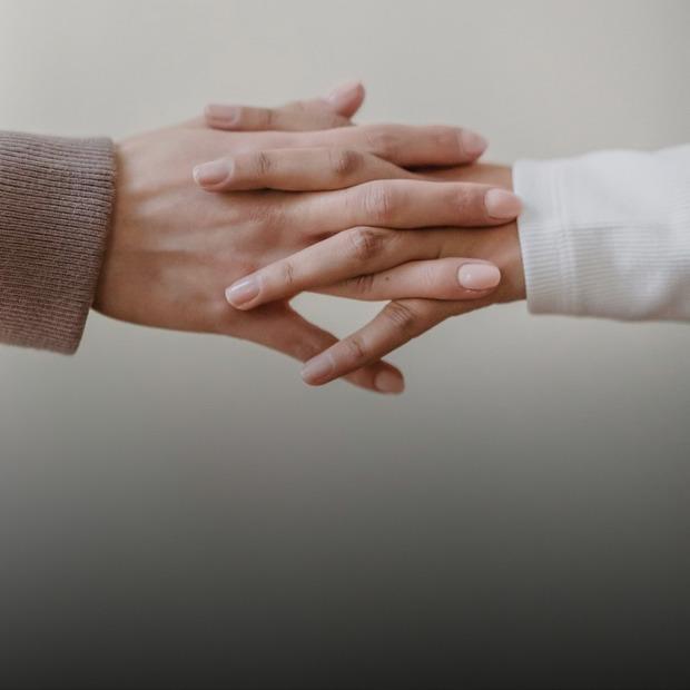 «Буде артрит». Чи шкідливо хрустіти пальцями?  — Здоров'я на The Village Україна