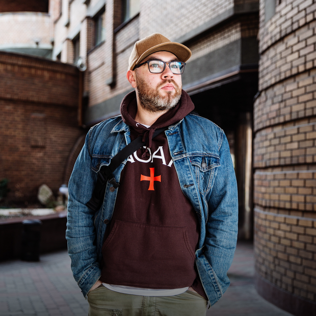 Саша Саттаров, 32 роки, співзасновник Don't Take Fake та бренд-консультант  — Зовнішній вигляд на The Village Україна