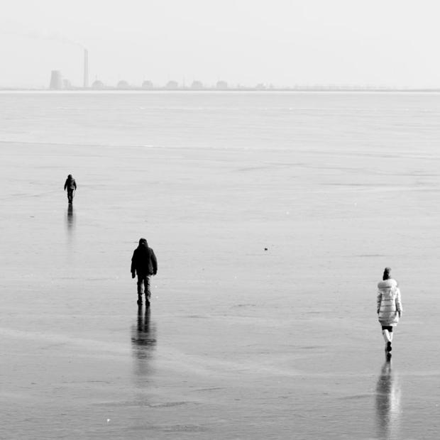 Камера спостереження: спалені авто, крига та пляжі Нікополя на фото Артема Тульчинського