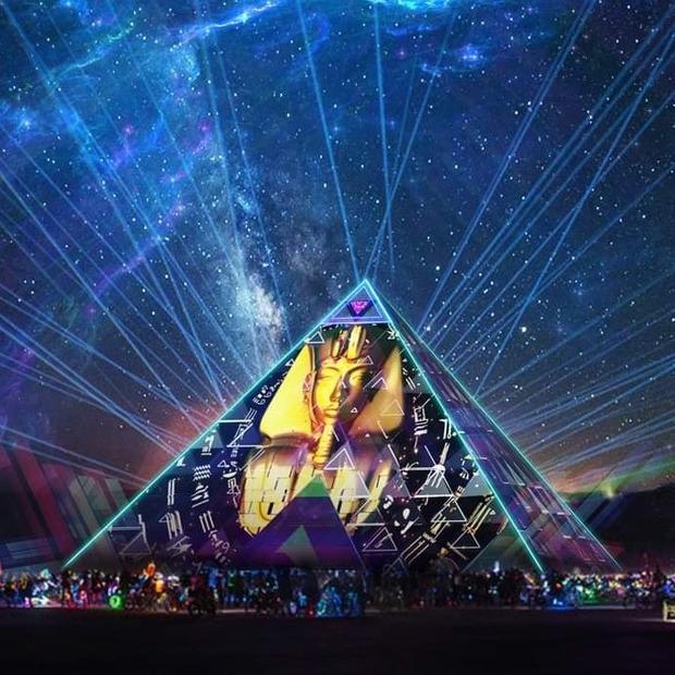 Digital Culture: навіщо на Burning Man 30-метрова піраміда з українським медіаартом  — Арт на The Village Україна