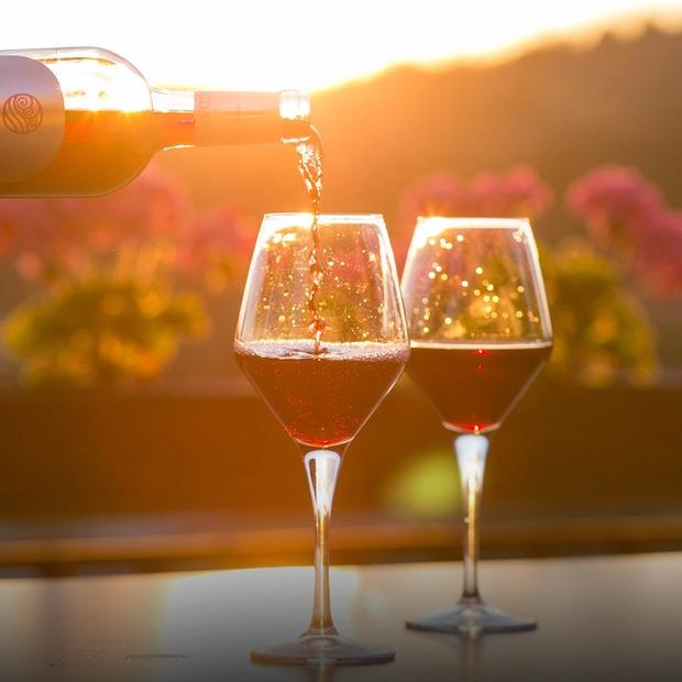 Яка справжня собівартість вина — Є питання на The Village Україна