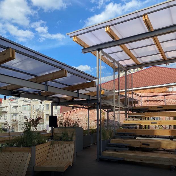 Kooperativ відкривають терасу з баром і подієвим майданчиком. Дивіться перші фото — Місце на The Village Україна