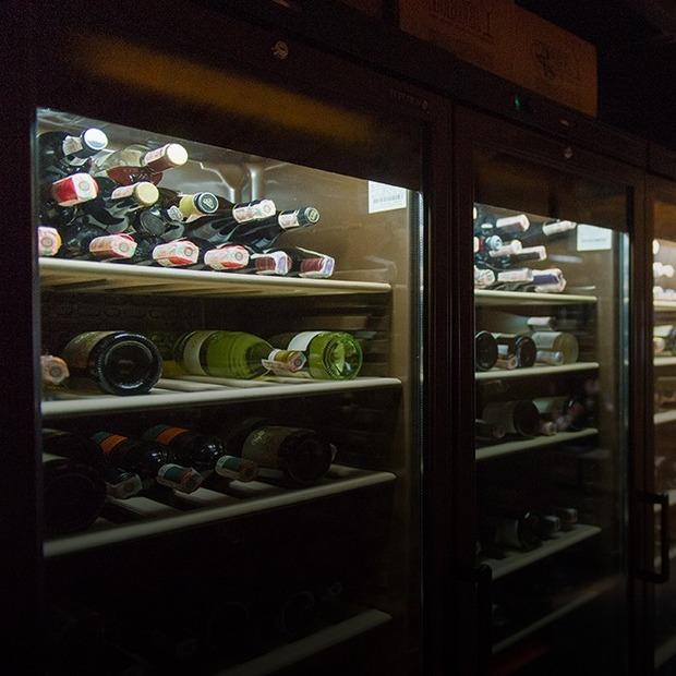 Win Bar у будівлі початку ХІХ століття на Подолі — Нове місце на The Village Україна