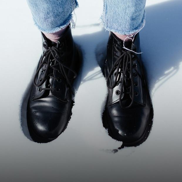 Особлива увага: що треба знати про догляд за зимовим взуттям — Є питання на The Village Україна