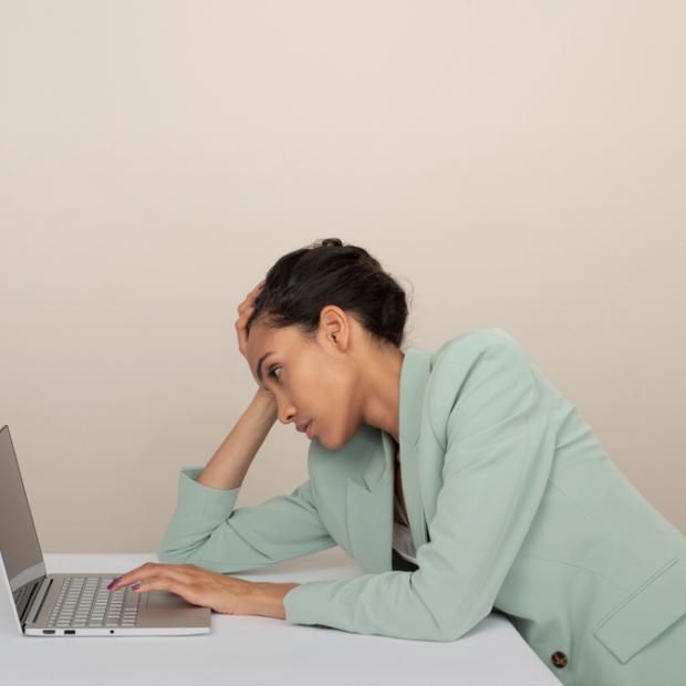 Болить спина під час роботи за комп'ютером. Що я роблю не так? — Здоров'я на The Village Україна