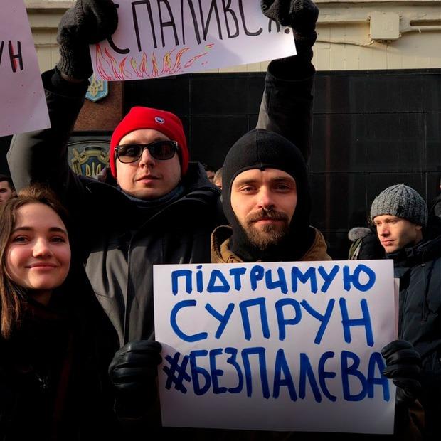 Хто і чому прийшов під суд підтримати Уляну Супрун — Фоторепортаж на The Village Україна