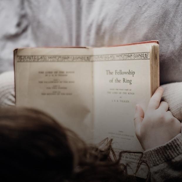 Як заохотити дитину читати  — Дитяче питання на The Village Україна