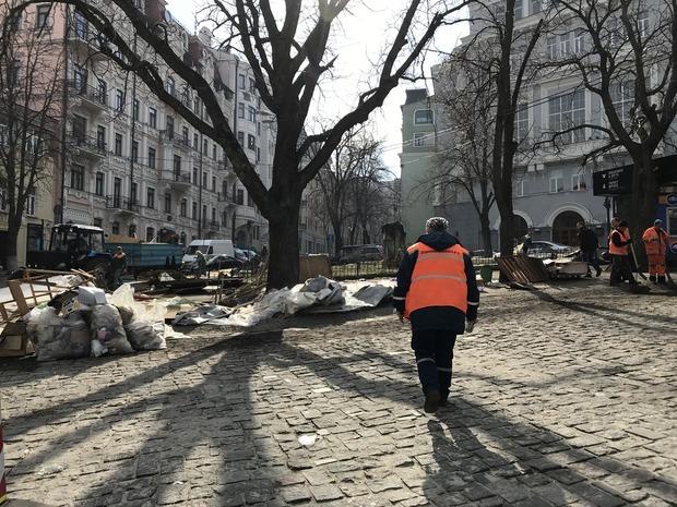 Андріївський узвіз без торговців сувенірами — Фоторепортаж на The Village Україна