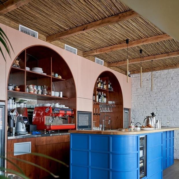 Кафе та бар BGRN від команди «Хвильового» на Андріївському узвозі  — Нове місце на The Village Україна