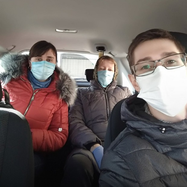 #ПідвезиЛікаря: Це люди, які допомагають лікарям діставатися на роботу  — Люди в місті на The Village Україна