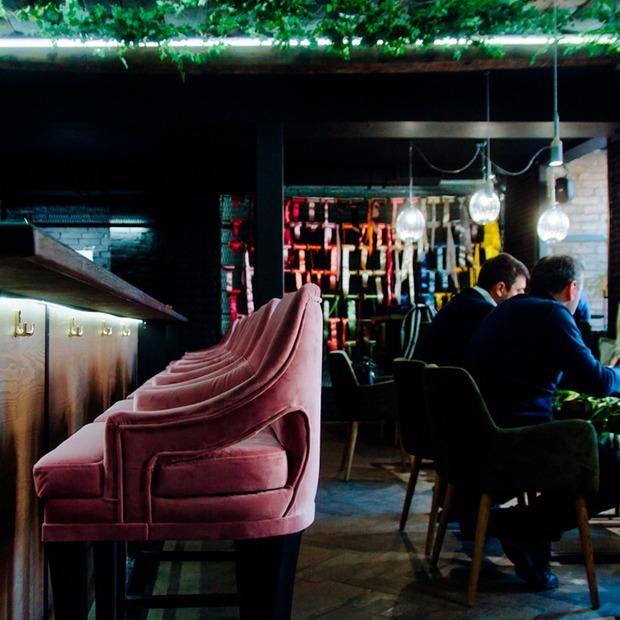 Сніданки і коктейлі цілий день у кафе «Цветочная лавка»