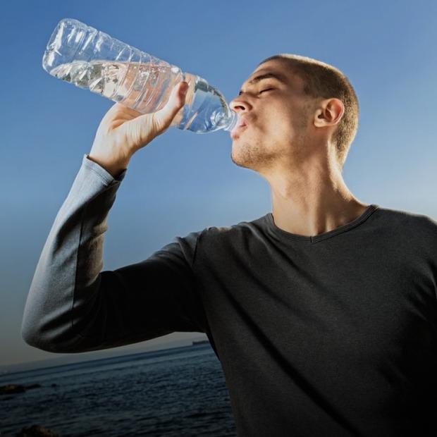 Воду з-під крана можна пити? Що з якістю води в Києві та як її очищати