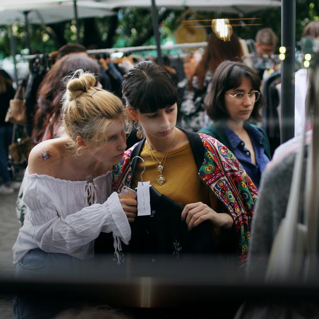 Kyivness: вінтажний маркет із просеко та вінілом  — Фоторепортаж на The Village Україна