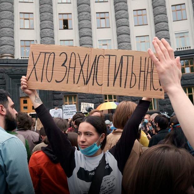 «Кому дзвонити, коли вбиває поліція»: яким був протест проти поліцейського свавілля під Кабміном — Репортаж на The Village Україна