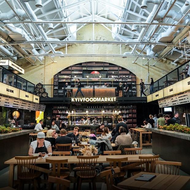 «Зібрати найкращі ресторани міста»: перші фото Kyiv Food Market на «Арсенальній»  — Гід The Village на The Village Україна