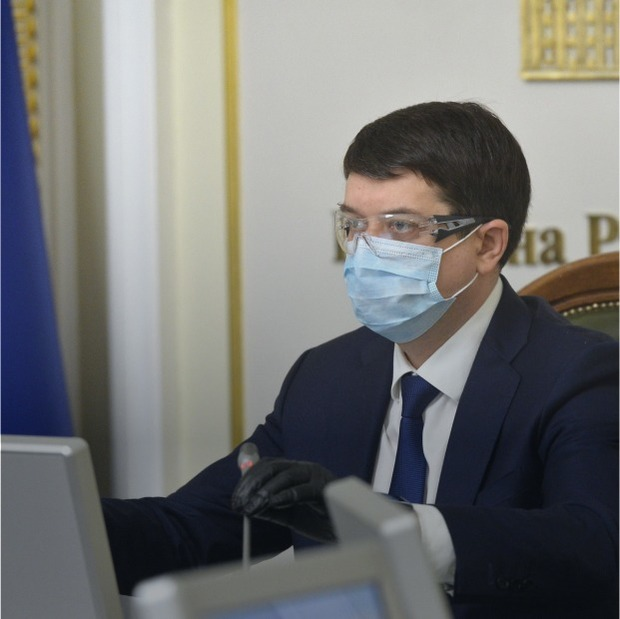 Політики приходять на роботу в захисних окулярах. Це дійсно захищає від коронавірусу?