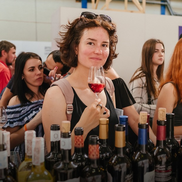 Фестиваль вина Kyiv Wine на Подолі: як це було — Фоторепортаж на The Village Україна