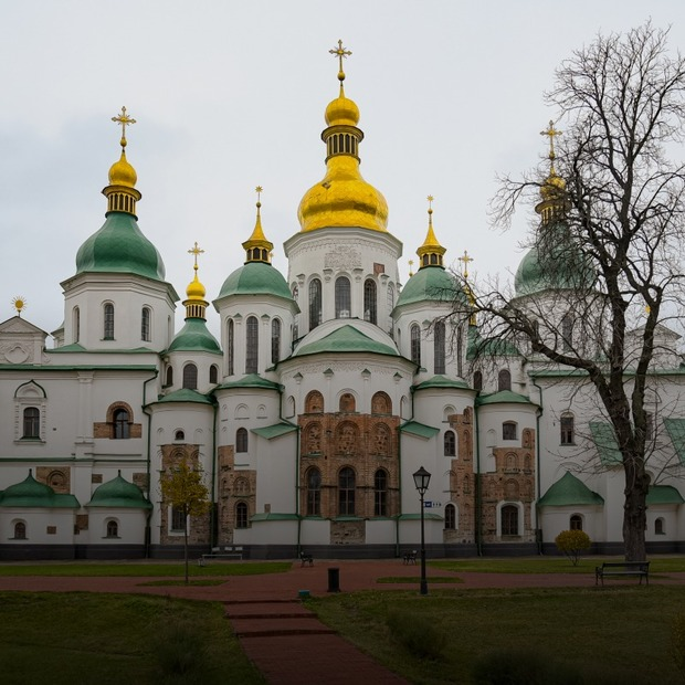 Гучна музика, старі труби та забудови: що загрожує архітектурі Софійського собору  — Архітектура на The Village Україна