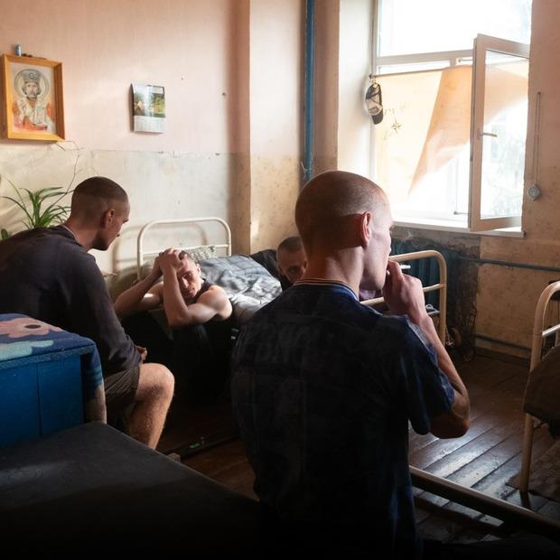 Американський гурт зняв кліп у колонії під Києвом: акторами стали реальні в'язні — Кейси на The Village Україна