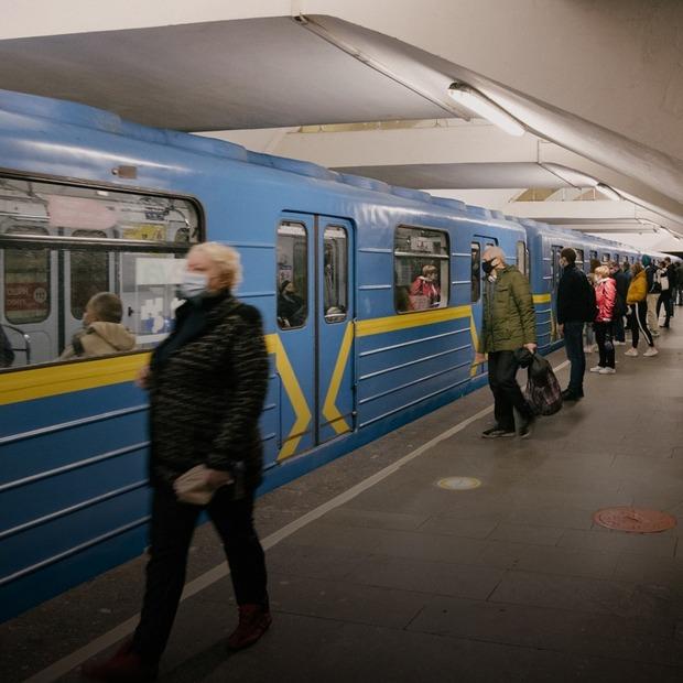 У метро пропонують надавати невідкладну допомогу пасажирам замість домедичної. Що це означає