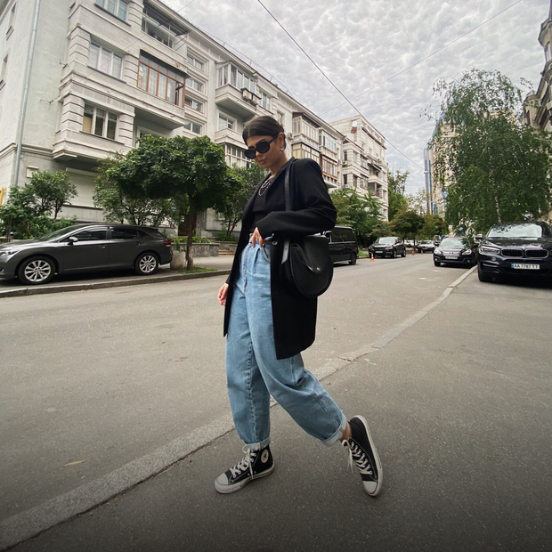 «Маю круті біркенштоки за 30 гривень і конверси за 20»: Ці люди одягаються лише на секонді — Люди в місті на The Village Україна