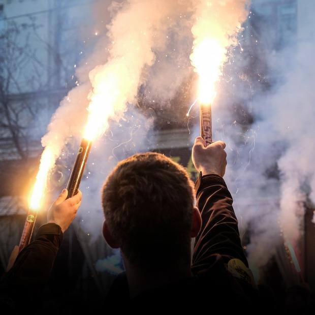 Дрони, «медійні кричалки» та фаєри: що відбувалося на марші УПА — Репортаж на The Village Україна