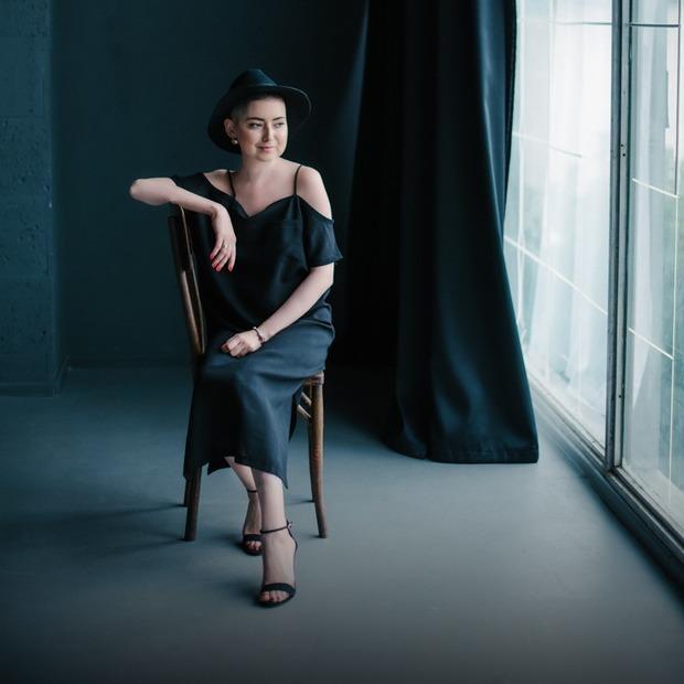 «Жіночність нікуди не зникає, навіть якщо у тебе немає грудей»: фотопроект про онкоодужуючих